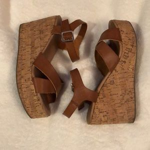 Harlow wedges